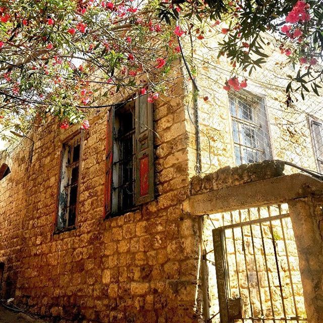 A beautiful old house in a historic charming city 😍💕✨ old house ... (Byblos - Jbeil)