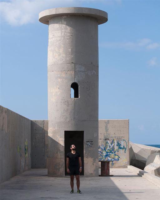 A lighthouse , a graffiti and a photographer @sounegram ... (Batroûn)