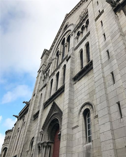 A different angle of the well known basilica that is almost a century old!... (Montmatre; Sacré-Coeur)