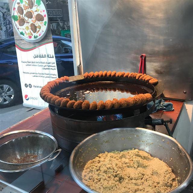 🍅🥒🌶 🇱🇧 falafel fried oriental oily hamra lebanon foodlover ... (Falafel Karim Sahyoun)