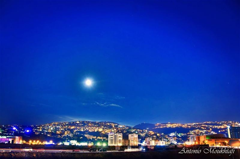 City Under the Full Moon fullmoon beirut mountains nikon ... (La Marina,Dbayeh)