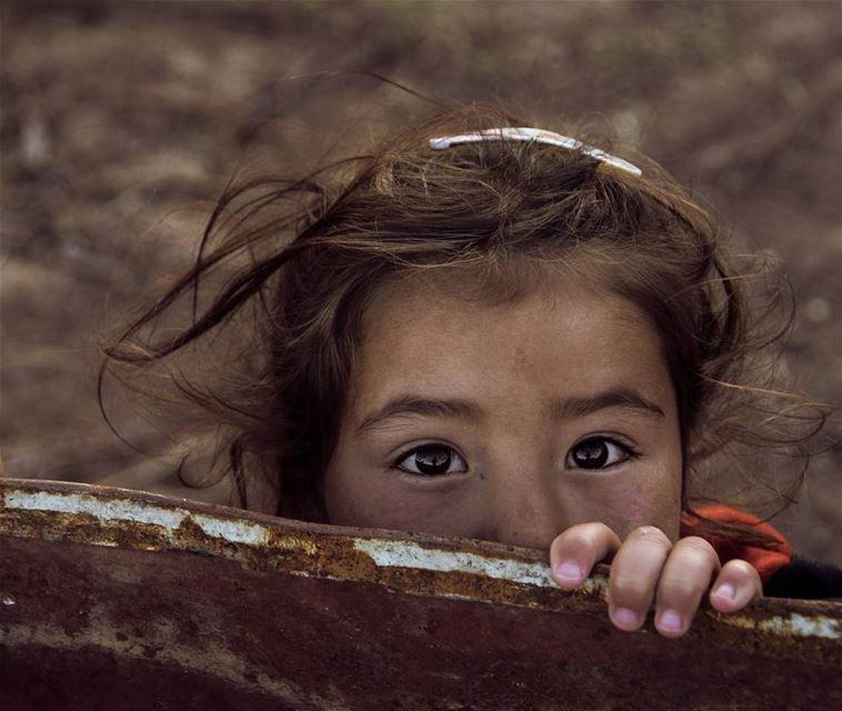 hidden smiles show in eyes.... portrait portraitphotography... (Jabal Şannīn)