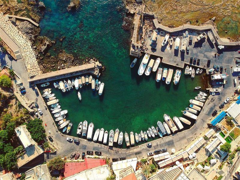 Byblos Port ⚓️ lebanon byblos jbeil port boat fishermen blue green... (Byblos - Jbeil)