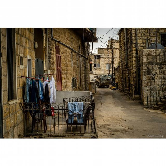 old  town  alley  neighborhood  urban  street  laundry  streetphoto ... (Aley)