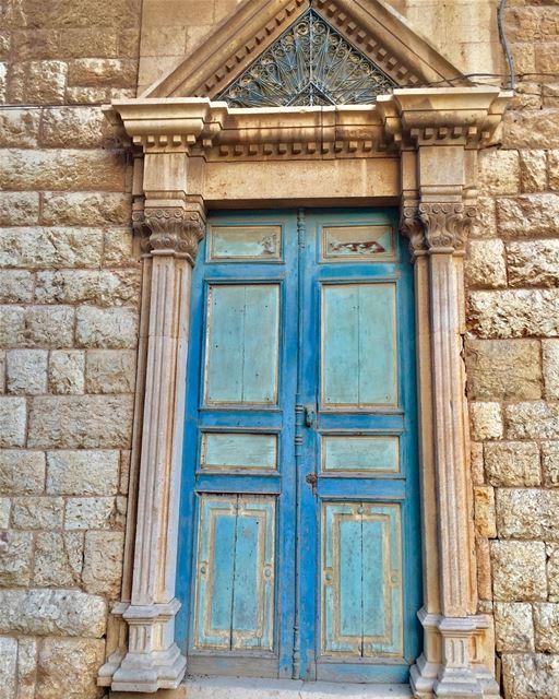 Knock, knock, knock! ✊🏼 old town Douma Village Lebanon door wood ... (Douma, Liban-Nord, Lebanon)