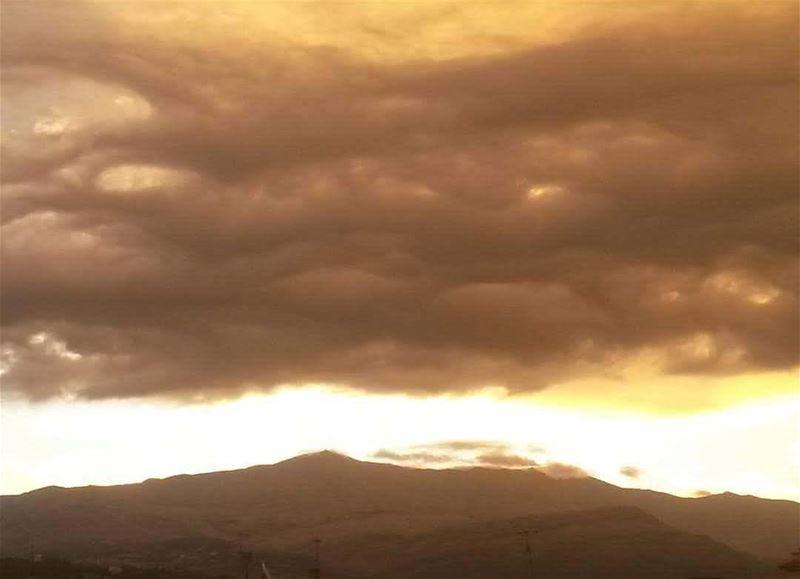 من أعالي كسروان صباح الخير morning faraya keserwan lebanon rain ... (Sannin, Mont-Liban, Lebanon)
