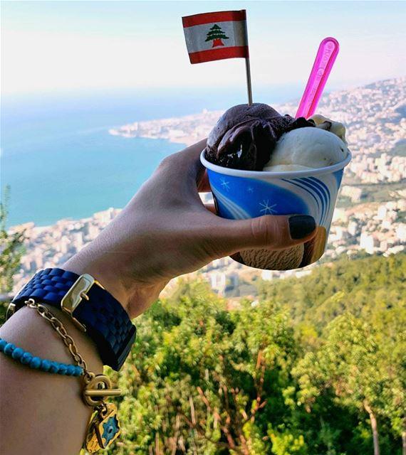 English text below ⬇️Когда 2 сезона слились в 1 🍁🌿Днем легкий летящий т (Harîssa, Mont-Liban, Lebanon)