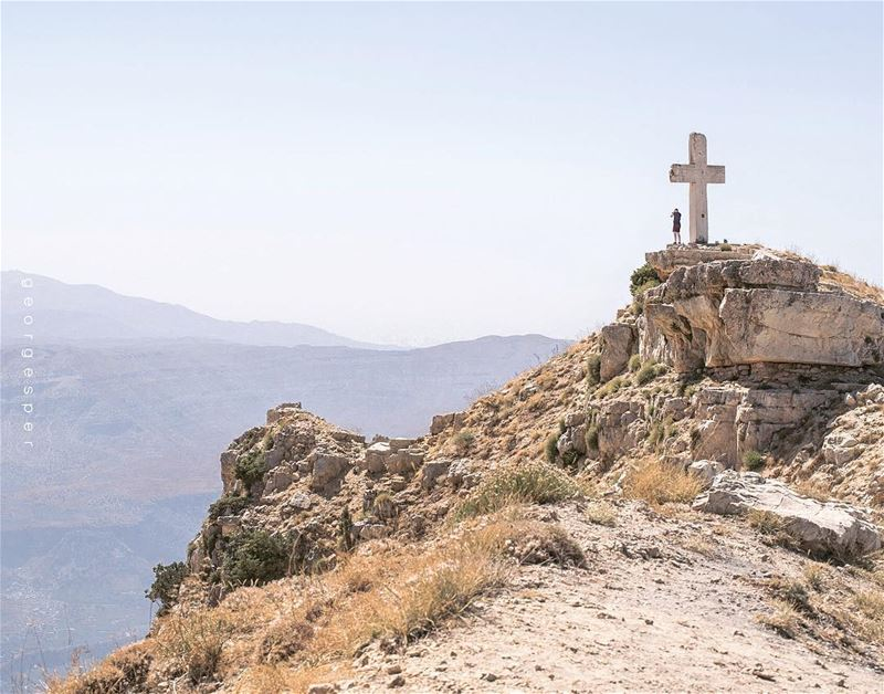 Akoura, Mount Lebanon 🇱🇧 Great week everyone ✌🏻........ (Akoura, Mont-Liban, Lebanon)