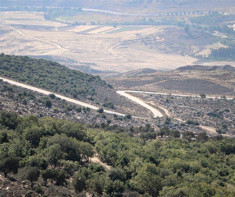 Wide landscapes and open roads @livelovemarjeyoun (Marjayoûn, Al Janub, Lebanon)