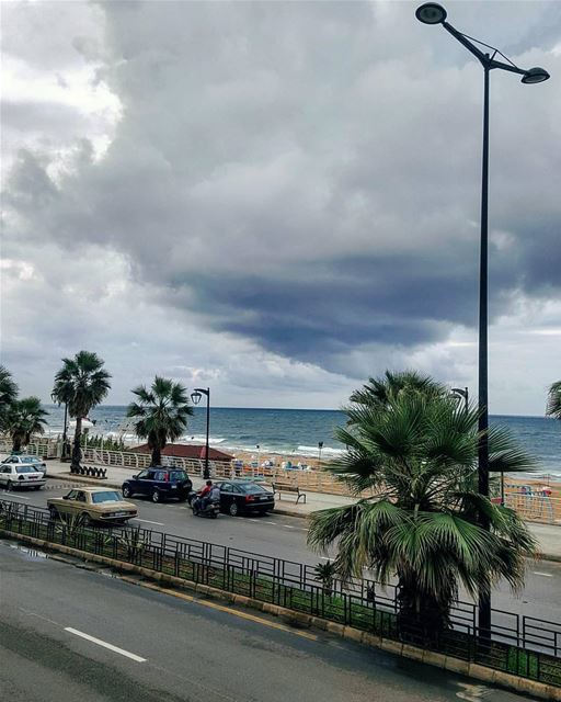 Grey weather.. not mood!Hello October..🌫🌣🌫By @truewealth_manal_tamim... (Ramlat Al Bayda', Beyrouth, Lebanon)
