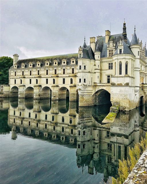 A perfect day trip from Paris to Loire discovering its wonderful castles.• (Château de Chenonceau)