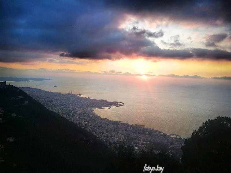 sunset sunsetporn sunsets jounieh lebanesestyle cloudy cloud9 skylovers... (Joünié)