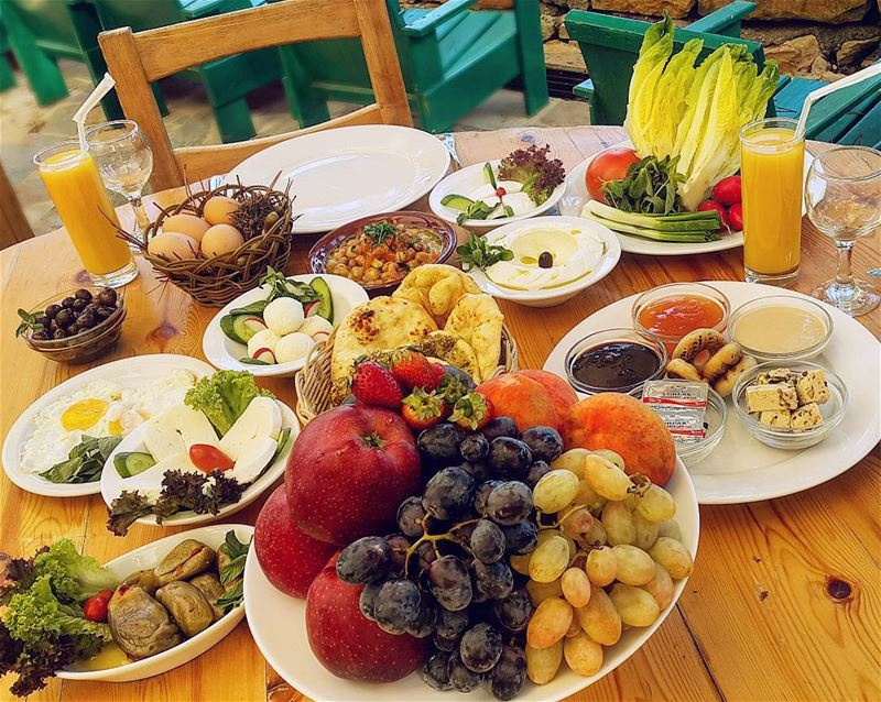 A yummy authentic Lebanese breakfast! 😋🧀🍎Tag someone you would share it...