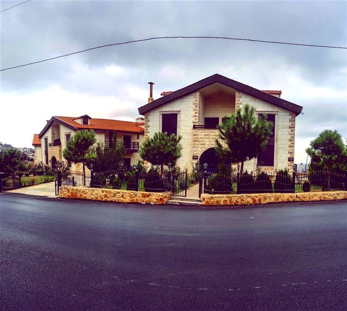 lebanon lebanon_hdr lebanontimes wearelebanon whatsuplebanon ... (Ehdeen)