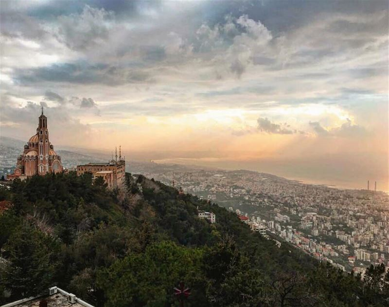 …She remembered watching a summer sunset from this very spot. Not so long... (Harissa - Basilic Saint Pierre Et Paul)