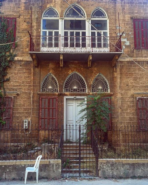 Old houses are full of memories and that's why they resist to collapse ..... (Achrafieh, Lebanon)