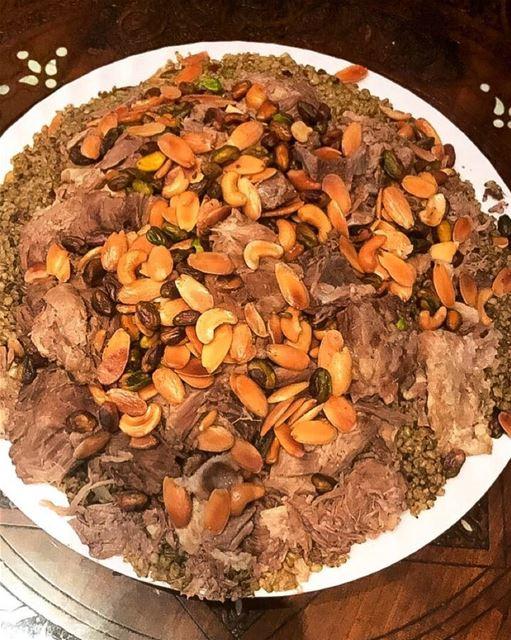 Que tal essa foto do delicioso Frike, prato libanês de carneiro com trigo...
