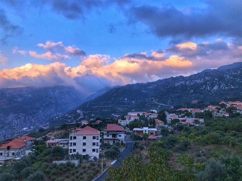 Sunset over... (Douma, Liban-Nord, Lebanon)