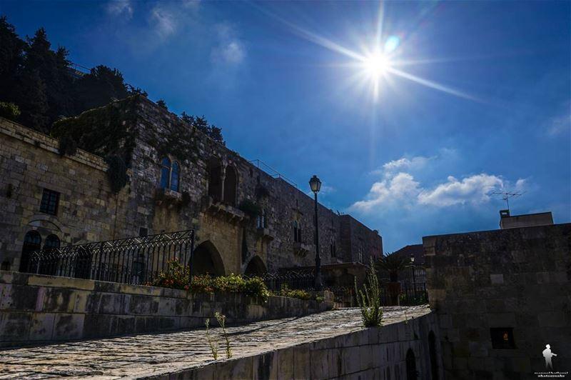 Morning 👋 deiralqamar livelovedeirelkamar livelovechouf ... (Deïr El Qamar, Mont-Liban, Lebanon)