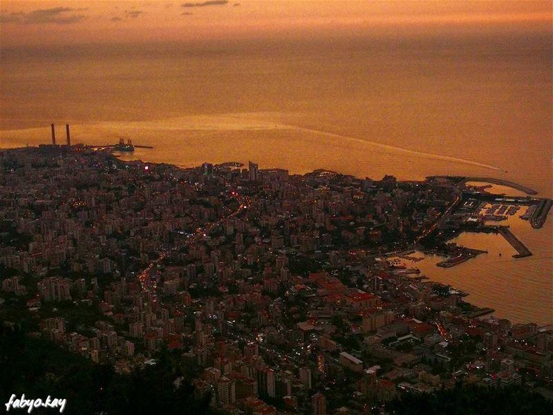 sunset sunsetlovers sunsets jounieh skylovers skyline master_shots... (Harîssa, Mont-Liban, Lebanon)