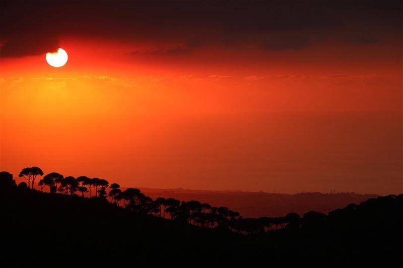 🌅.... sunset sunsetporn sunsetpics landscape landscapephotography... (Jezzîne, Al Janub, Lebanon)
