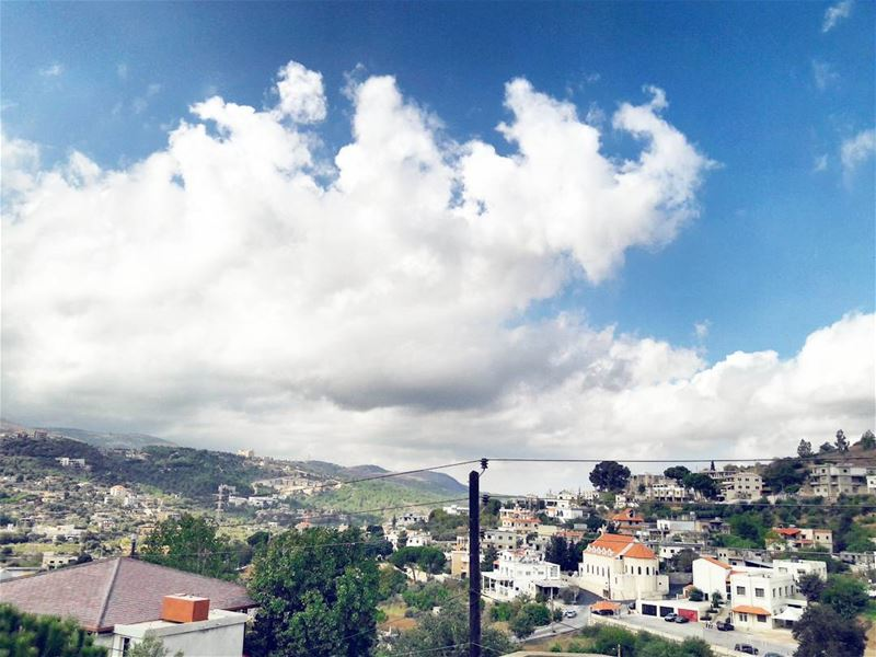 Saturday morning view 🎈 ..... adventure explore liveoutdoors... (Al Qubayyat, Liban-Nord, Lebanon)