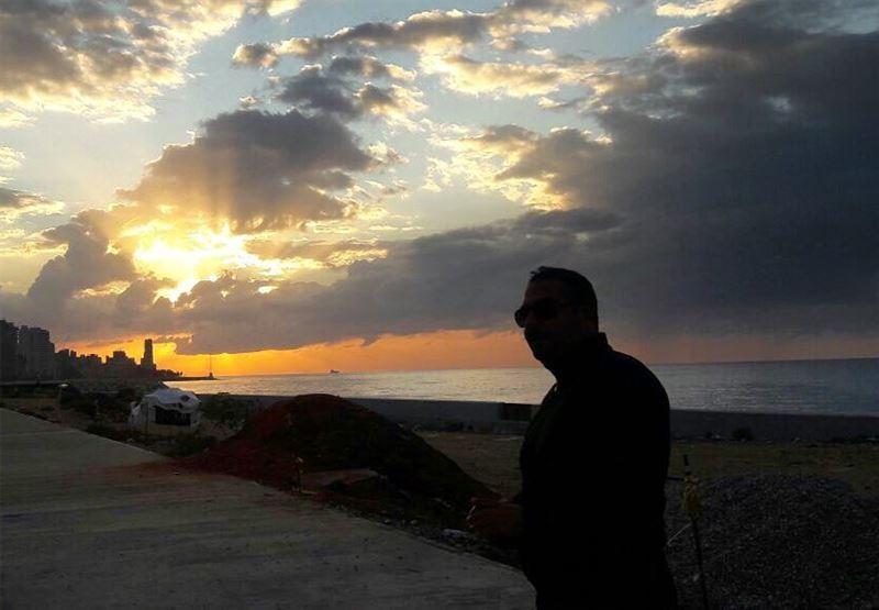 Beyrouth,Quand l'horizon m'appelle, m'appelle et me sourit.Beyrouth, Ton... (Beirut, Lebanon)