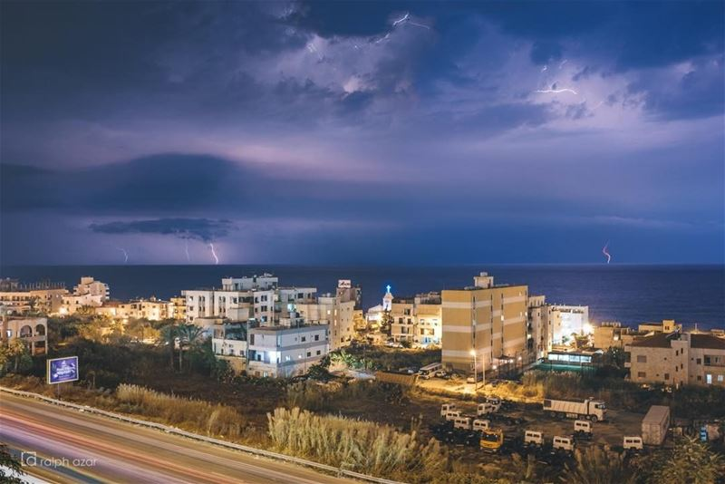 Thunderstorm off the Lebanese coast🌩🌩 thunder storm lightning .......