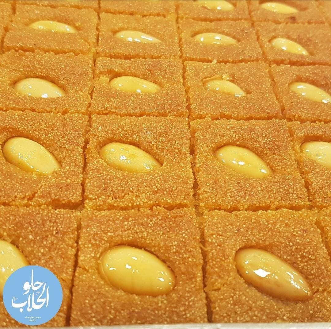 في أطيب من نمورة الحلاب 😍😄 ولا أطيب من هيك 👌 نمورة -------------------- (Abed Ghazi Hallab Sweets)