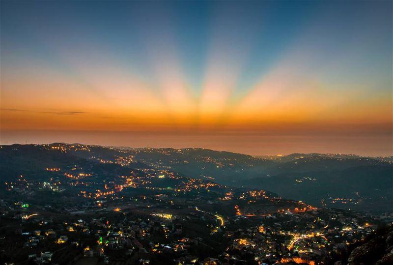 Sunset like a carnivorous flower🌅🌅..... sunset sunsets lights... (Falougha, Mont-Liban, Lebanon)