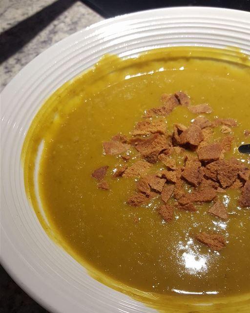Soupe aux Lentilles vertes 💚 lebanesefood lebaneserecipe lebanon food...