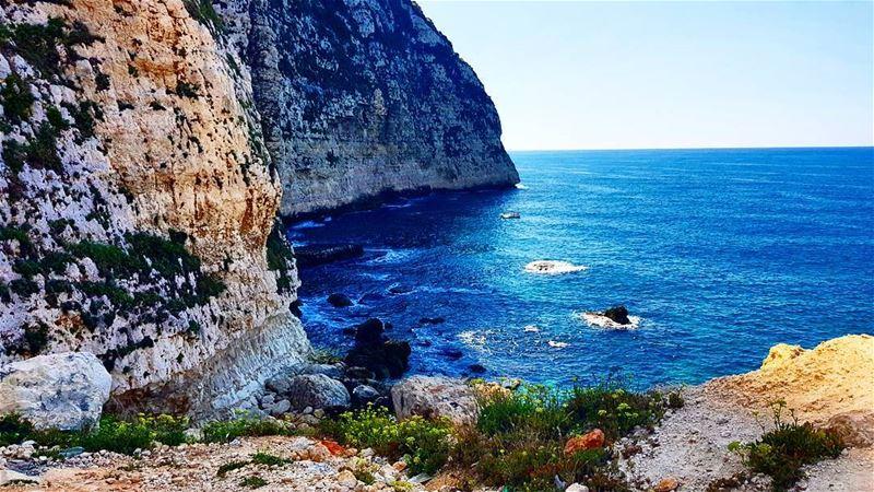 عندما أقدام الجبل تلامس البحر... lebanon ourplanetdaily travel ... (Chekka)