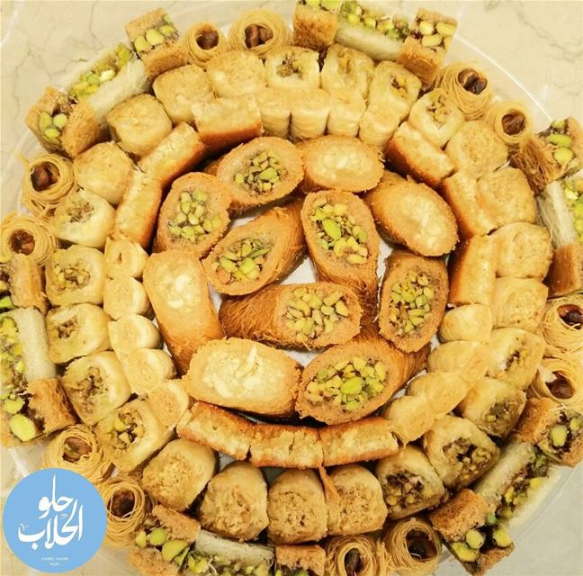 مين عبالو بقلاوة 👌 Pistachios , pine nuts & cashew nuts😍 the best... (Abed Ghazi Hallab Sweets)