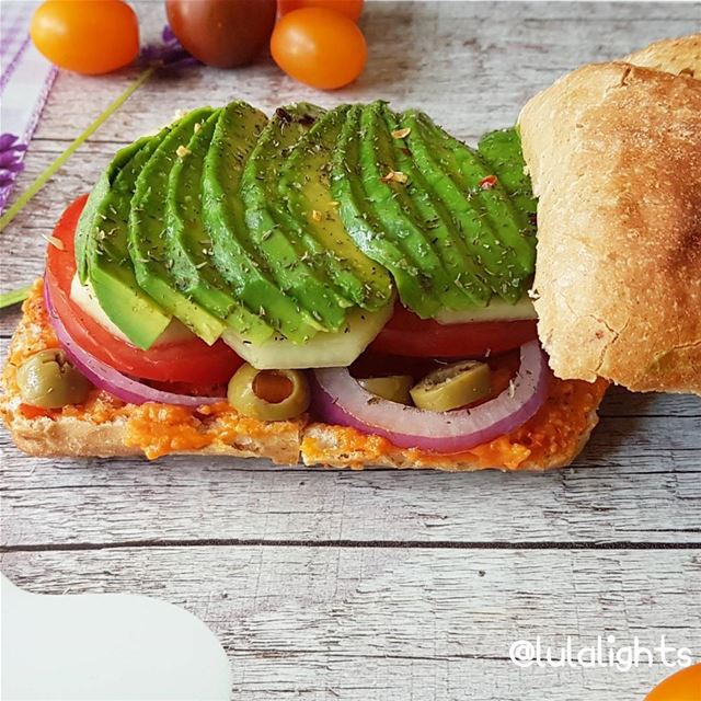 🤗Happy Friday Everyone🤗 🥑Avocado sandwich made of cashew pepper spread,... (Germany)