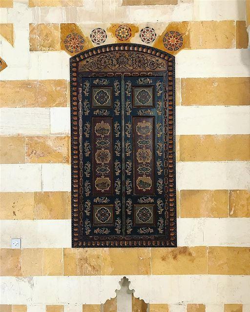 stripes arabwindow arabicstyle beiteddine beiteddinepalace ... (Beiteddine Palace)