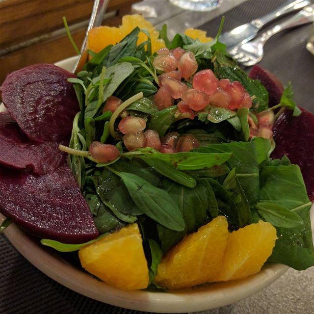 سلطة شمندر مع روكا salad saladlovers beet vegetables vegetablessalad... (Kronfol)