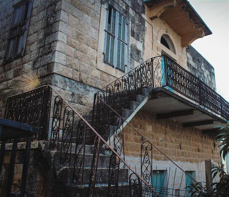 زخرفات و فيروزي عتيق 💙... lebanon beino autumn akkar ... (Beïno, Liban-Nord, Lebanon)