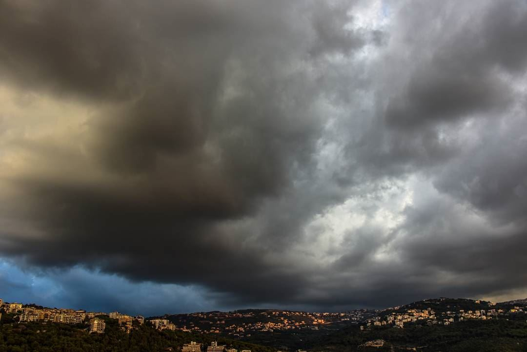Dark clouds, fall in Mansourieh..... lebanon livelovebeirut clouds... (Mansourieh El Matn المنصورية - المتن)