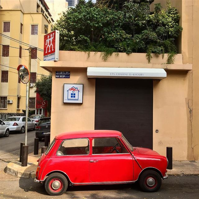 Vintage Beirut or when one car takes you back a few decades... monday ... (Achrafieh, Lebanon)
