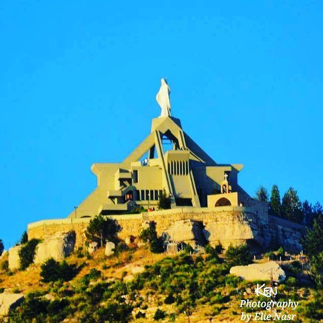 ...مريم، يا ملكة الرحمة نجّينا من ساعة التخلّي. marymotherofjesus ... (Saydet El Hosn - Ehden)