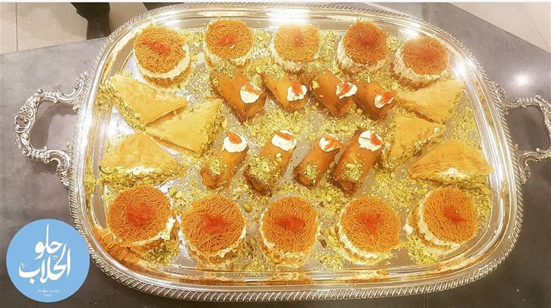 Family gathering ? 😍😁the perfect weekend kashtayat tray 👍-------------- (Abed Ghazi Hallab Sweets)