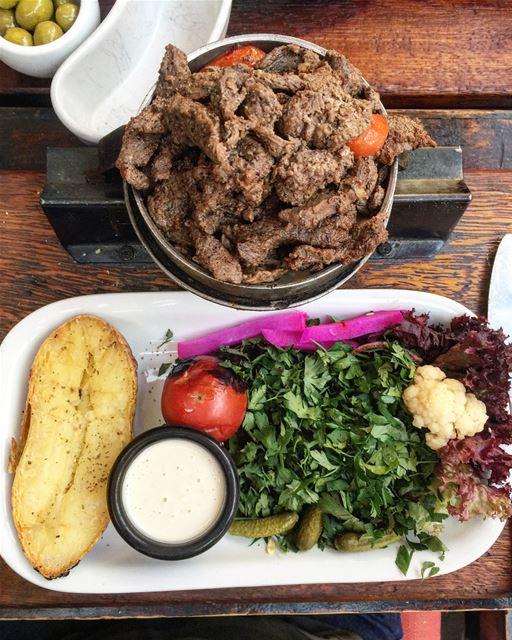yummy lebanesefood lebanesemezze shawrma beef shishtawouk chicken ... (Feniqia)