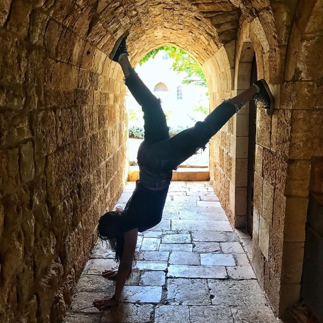 Still trying 😒😋..... gymnastics  handstand  handstandeveryday ... (Beiteddine Palace)