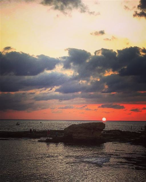 Enjoying the sunset @raysbatroun 😍 lebanon batroun raysbatroun sunset... (RAY's Batroun)
