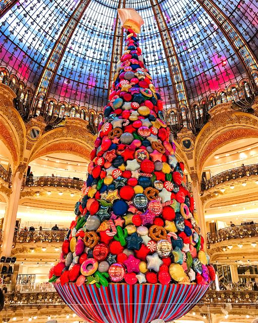 Meet the Balloon Christmas Tree at Galeries Lafayette. What do you think?... (Galeries Lafayette)
