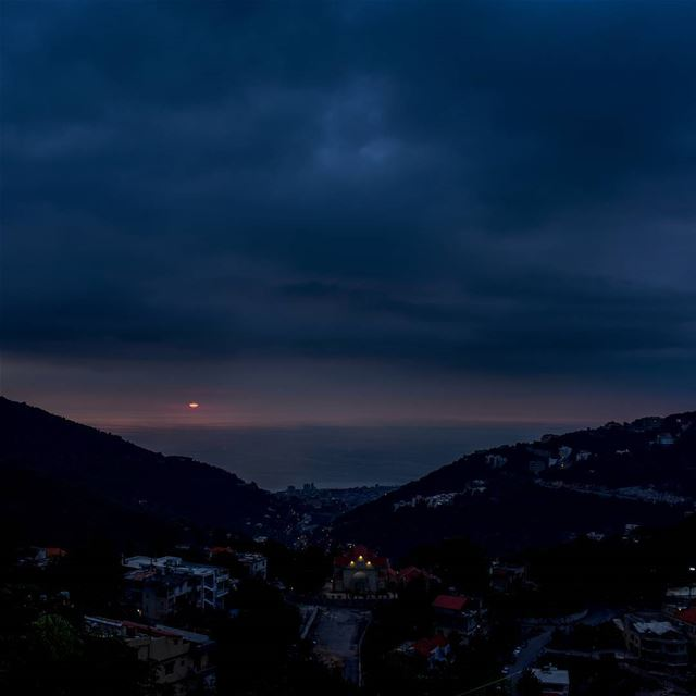 Dark sunset, fall in Aramoun..... lebanon livelovebeirut clouds ... (`Aramoun, Mont-Liban, Lebanon)