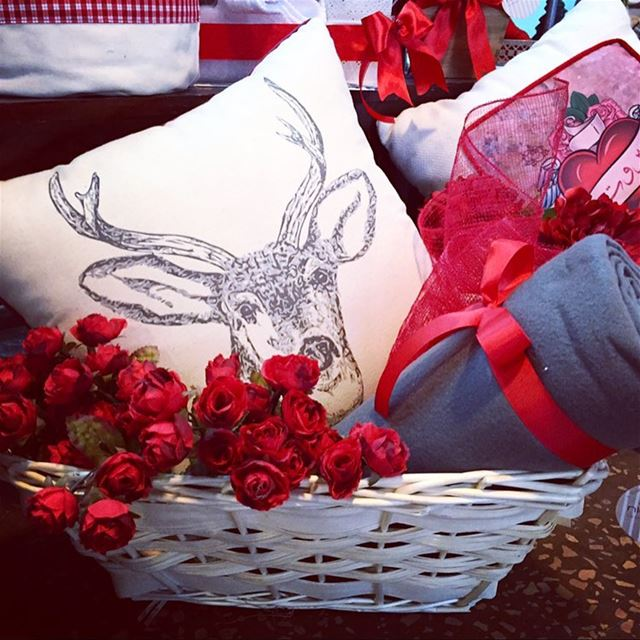 REDroses 🎈basket full of ❤️ Write it on fabric by nid d'abeille red ...