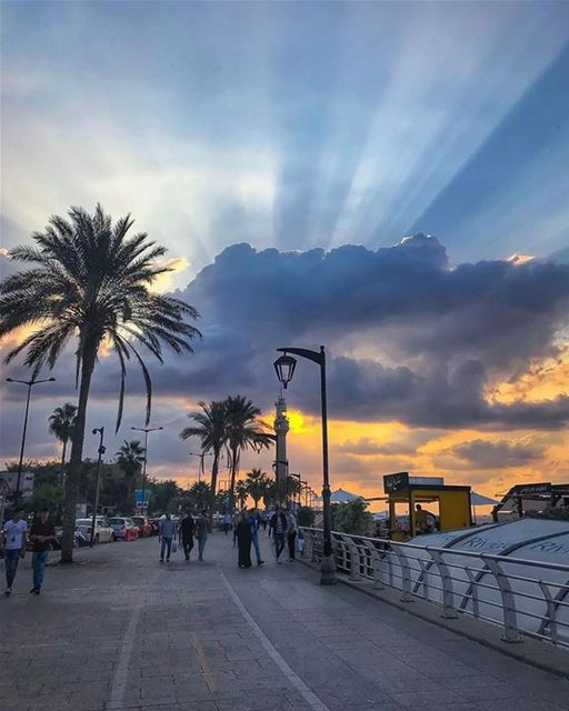 An amazing sunset from Beirut - Lebanon 😃تصبحون على خير من بيروتPhoto... (Beirut, Lebanon)