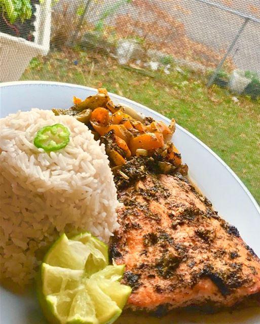 saumon au four ❤️ avec legumes et Riz 🍚 grilledsalmon redpepper ...