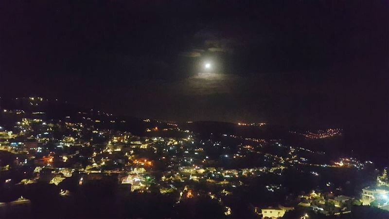 autumn night moonlight moon moonlovers moonreflection lebanonpics ... (Hasbaya)